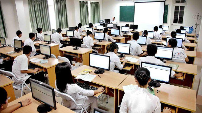 ベトナムの高校のコンピューターリテラシー授業