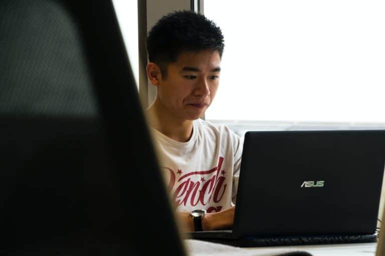 ベトナムのITエンジニアはオフショア開発プロジェクトに努めています